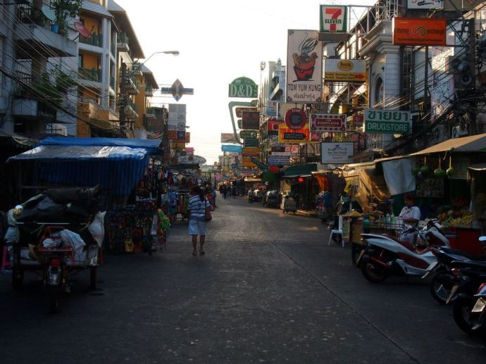 This photo was taken at 8am - the quietest I've ever seen Khao San road